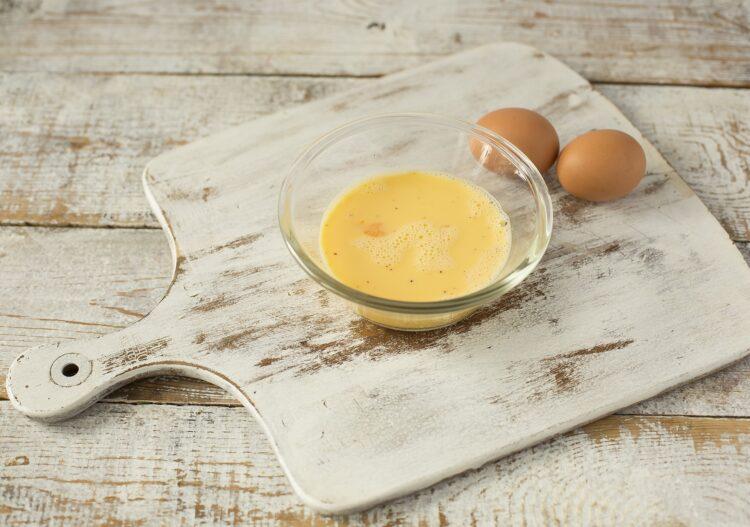 Omlet z zielonym groszkiem i jarmużem - Krok 2