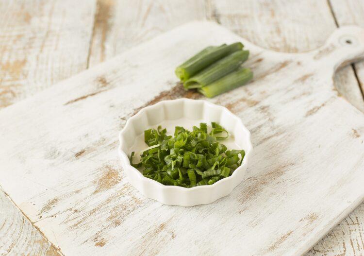 Jajecznica z kukurydzą, chili i świeżymi ziołami - Krok 3