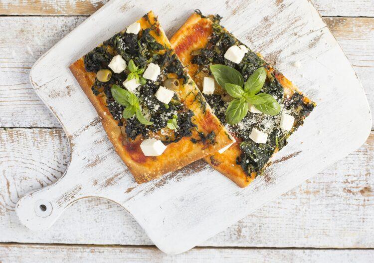Pizza ze szpinakiem i serem feta - Krok 4