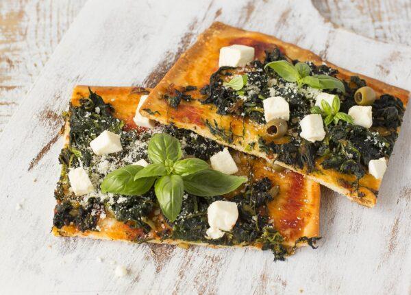 Pizza ze szpinakiem i serem feta