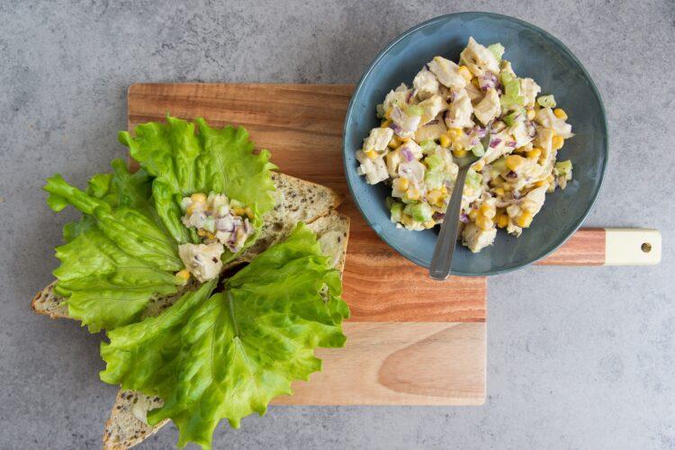 Sandwich z sałatką z kukurydzy i kurczaka - Krok 5