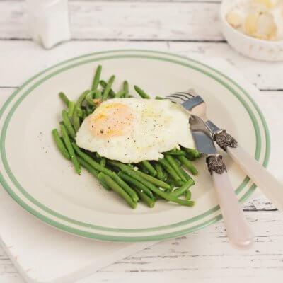 Fasolka szparagowa z jajkiem sadzonym