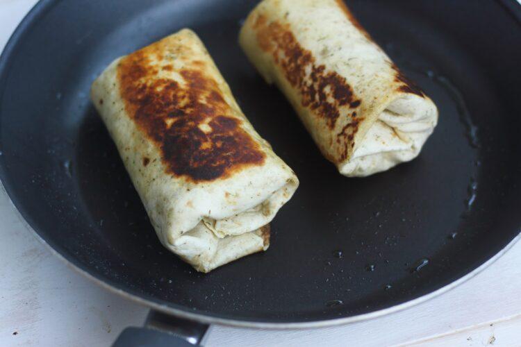 Meksykańska chimichanga z wieprzowiną, fasolą i cieciorką - Krok 5