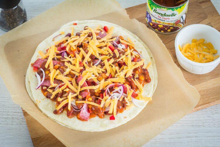 Meksykańska pizza na placku tortilli - Krok 4