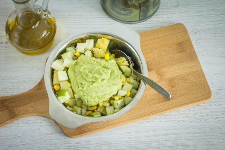 Zielona sałatka jarzynowa - Krok 4