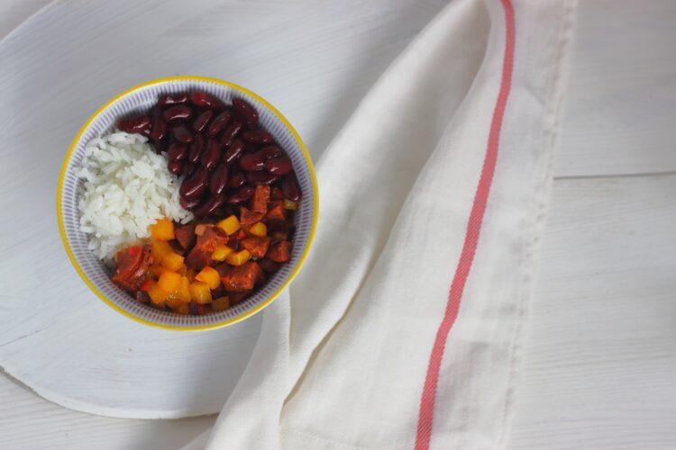 Pierożki empanadas z chorizo i czerwoną fasolą - Krok 2