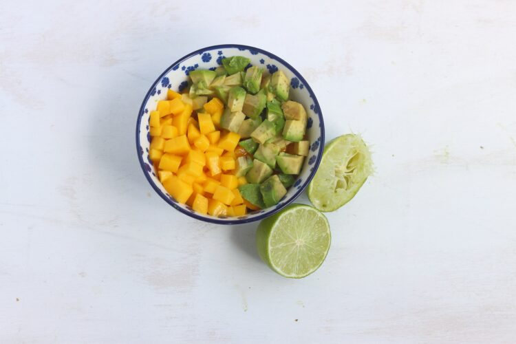 Salsa z mango, fasoli i cieciorki - Krok 2