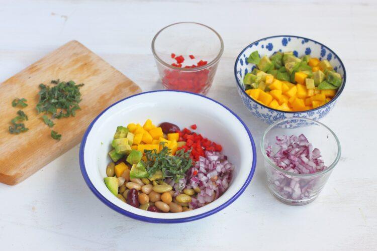 Salsa z mango, fasoli i cieciorki - Krok 5