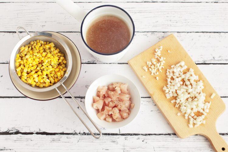 Risotto z kurczakiem, kukurydzą i groszkiem - Krok 1