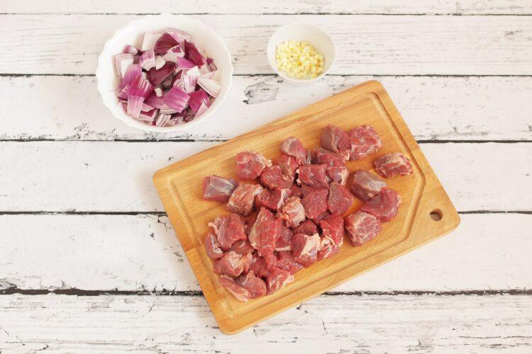 Gulasz wołowy 3 fasolki - Krok 1