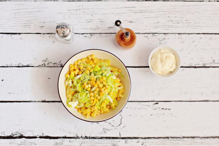 Roladki z szynki z porem, kukurydzą i ananasem - Krok 3