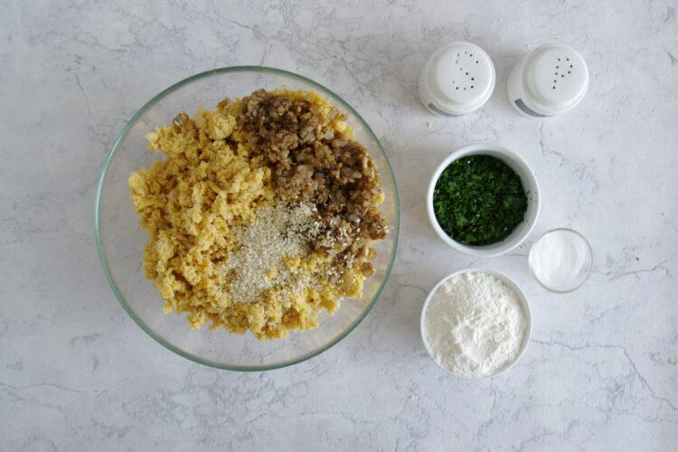 Miniburgery z kotletem z ciecierzycy i hummusem - Krok 3