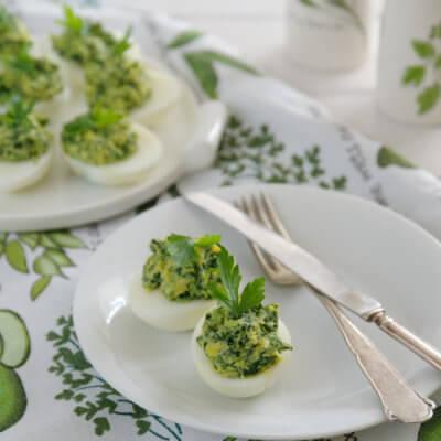 Jajka faszerowane na zielono z awokado i szpinakiem