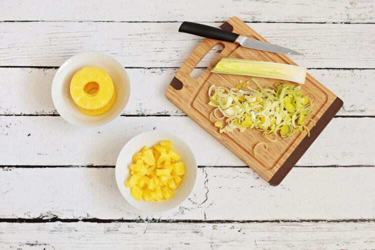 Roladki z szynki z porem, kukurydzą i ananasem - Krok 2