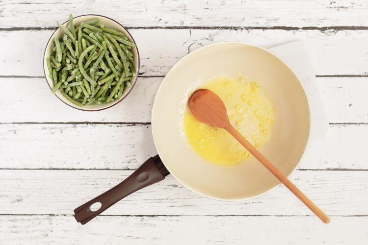 Fasolka szparagowa z jajkiem sadzonym - Krok 2