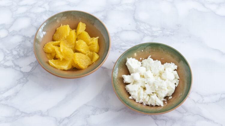 Komosa ryżowa z ciecierzycą i fasolą z granatem, pomarańczą i ziołami - Krok 1