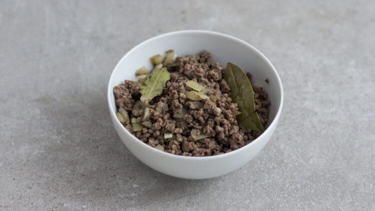 Pieczona papryka faszerowana ryżem, ciecierzycą, fasolą i wołowiną - Krok 1