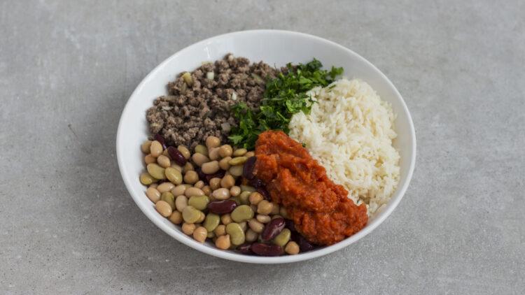 Pieczona papryka faszerowana ryżem, ciecierzycą, fasolą i wołowiną - Krok 2