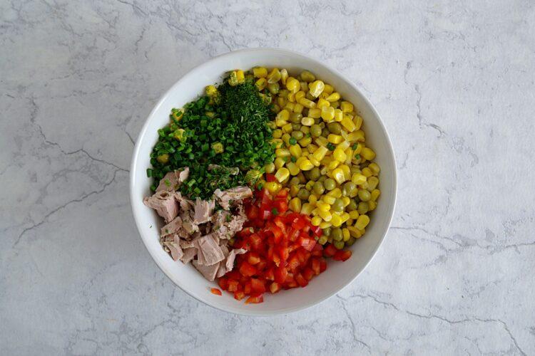 Sałatka z tuńczykiem w muszlach makaronowych - Krok 3