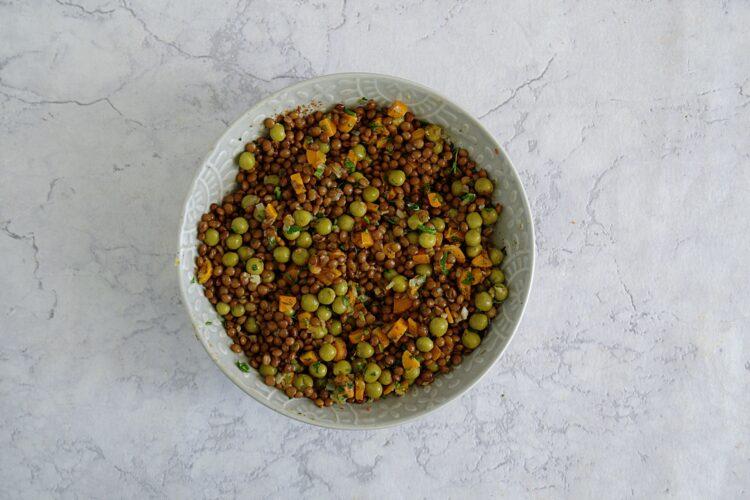 Trójkąty z soczewicą, groszkiem i ziołami - Krok 2