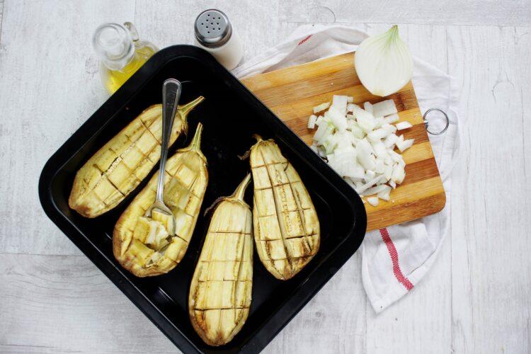 Bakłażan faszerowany soczewicą i kozim serem - Krok 2