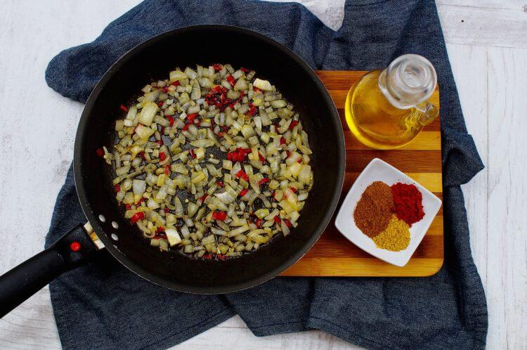 Curry z ciecierzycą i batatami - Krok 2