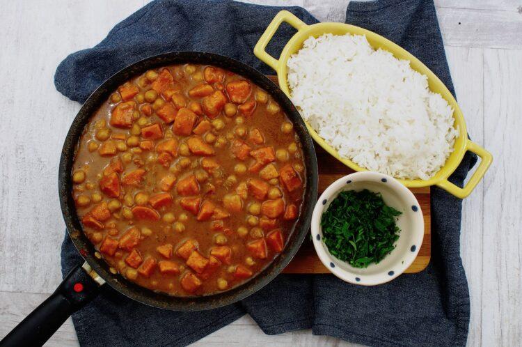 Curry z ciecierzycą i batatami - Krok 5