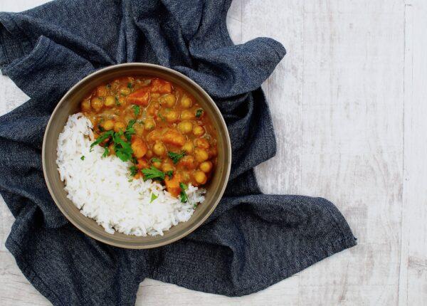 Curry z ciecierzycą i batatami