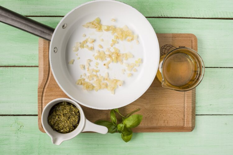 Minestrone z zielonych warzyw z fasolą - Krok 2