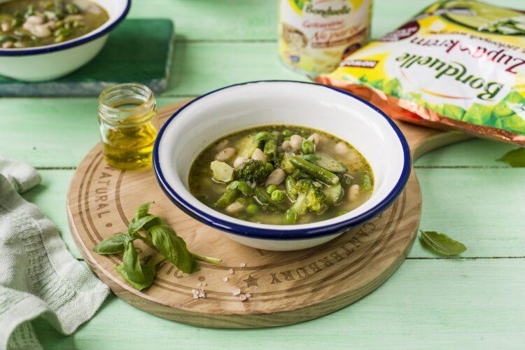 Minestrone z zielonych warzyw z fasolą