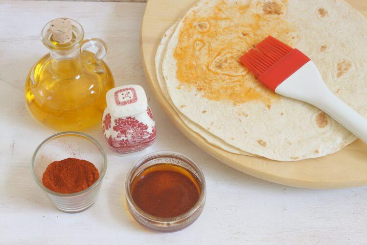 Sałatka z fasoli, cieciorki z chipsami z tortilli - Krok 1