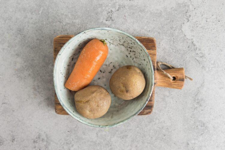 Sałatka warzywna z oliwkami - Krok 1