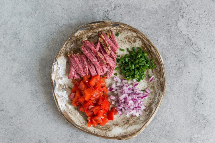 Sałatka ryżowa z papryką i czerwoną fasolą - Krok 2