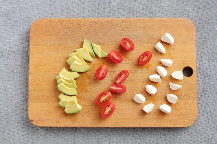 Sałatka fasolowa ze szpinakiem i awokado - Krok 2