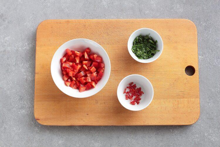 Sałatka meksykańska z czerwoną fasolą i awokado - Krok 2