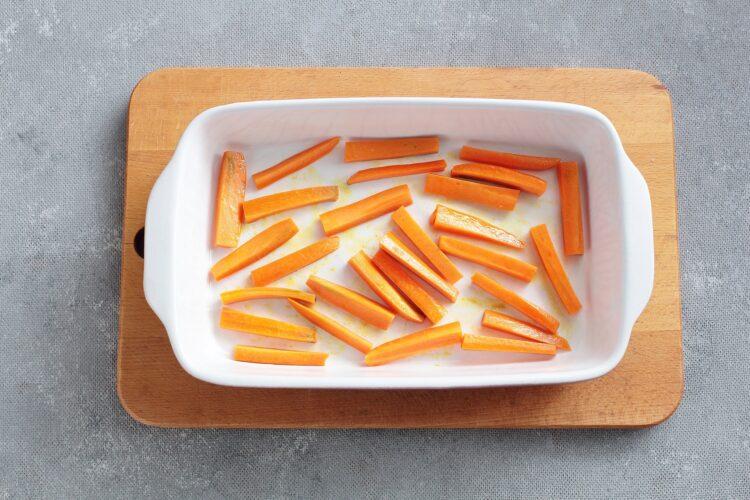 Sałatka z pieczonej marchewki, ciecierzycy i sera feta - Krok 2