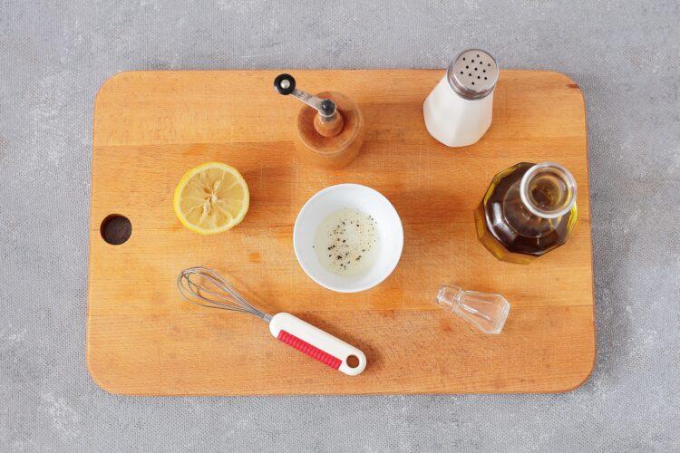 Sałatka brokułowa z ciecierzycą i jajkiem - Krok 3