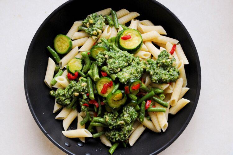 Penne z warzywami i pesto - Krok 2