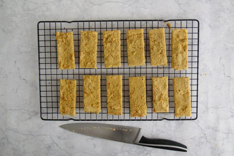 Batoniki z ciecierzycy z masłem orzechowym - Krok 3