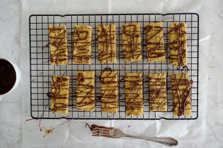 Batoniki z ciecierzycy z masłem orzechowym - Krok 4