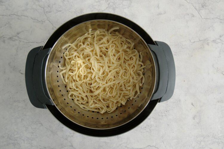 Makaron po chińsku z fistaszkami - Krok 2