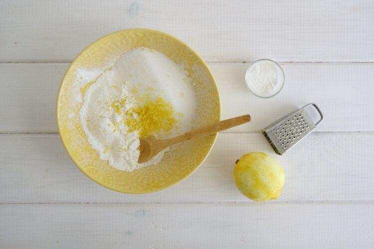 Cytrynowe ciasto z ciecierzycy - Krok 1