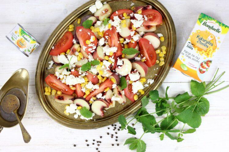 Caprese z pomidorów i brzoskwini