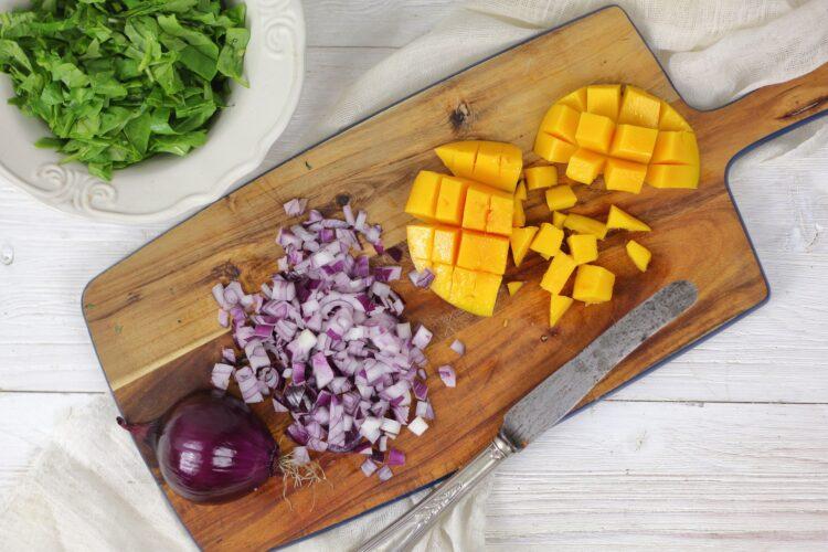 Komosa z mango, czerwoną fasolą i szpinakiem - Krok 3