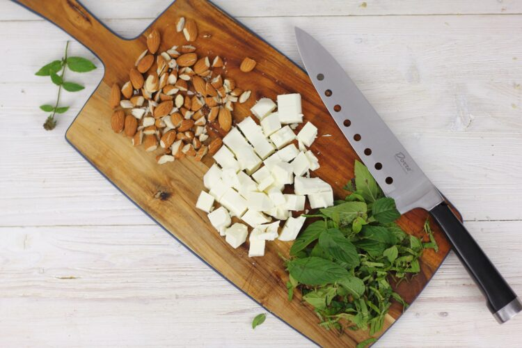 Sałatka z komosy ryżowej z fetą, miętą i cytrynowym dressingiem - Krok 4