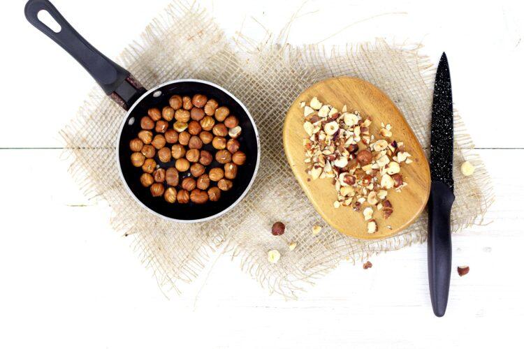 Kremowa kasza pęczak z grzybami i orzechami - Krok 4