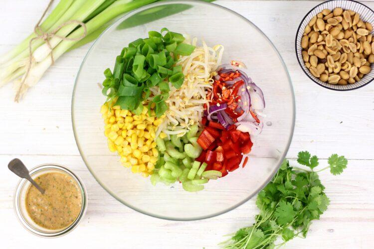 Azjatycka sałatka z kiełkami - Krok 4