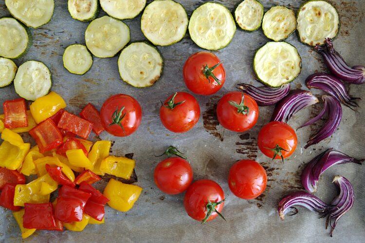 Sałatka z pieczonymi warzywami i cieciorką - Krok 3