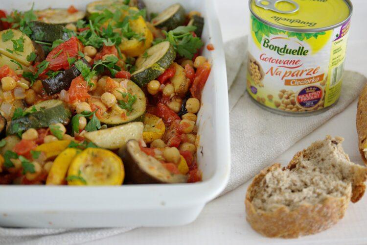 Pieczone letnie warzywa z ciecierzycą