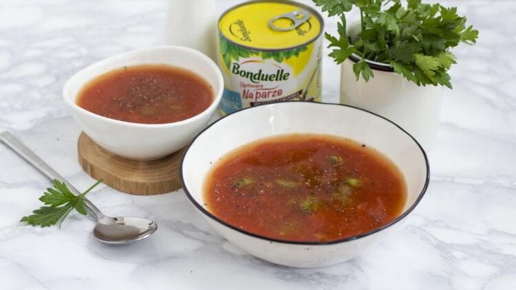 Zupa z bobem, ciecierzycą i fasolą z pomidorami